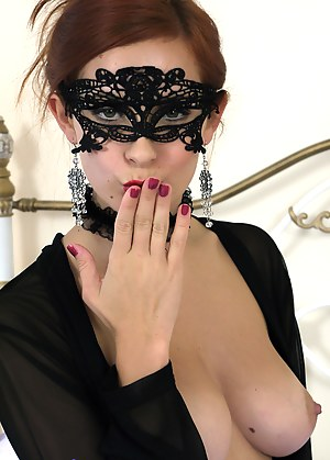 Free Blindfold Porn Photos